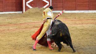 Colmenar Viejo: un torerísimo Ureña pega un fuerte repaso a El Juli y Ferrera