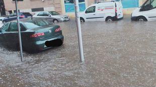 Calle inundadas en Valdemoro tras el paso de la tormenta.