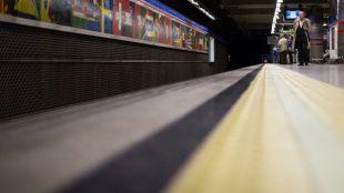 Reabre la estación de Metro Duque de Pastrana tras desprenderse un falso techo con amianto