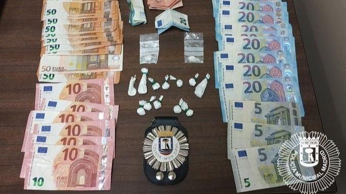 Dinero y cocaína incautados por la Policía.
