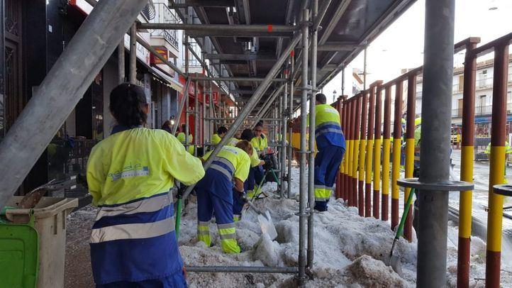 Labores de limpieza en Arganda del Rey tras la fuerte tormenta.
