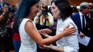 Rocío Monasterio e Isabel Díaz Ayuso en la Asamblea de Madrid.