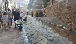 Labores de limpieza en Arganda del Rey tras la fuerte tormenta. Foto de archivo.