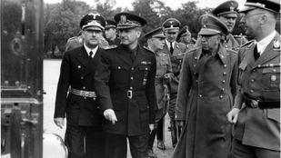 Visita a Berlín de Serrano Suñer, acompañado de otros cargos españoles y Heinrich Himmler.