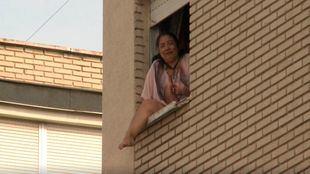 Nancy, a punto de tirarse por la ventana en el anterior intento de desahucio.