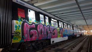 Foto de archivo de un tren de Metro de Madrid con pintadas.