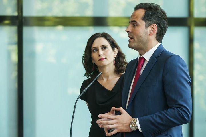 Díaz Ayuso y Aguado, en la presentación del acuerdo de 155 medidas que la hicieron presidenta. Foto de archivo.