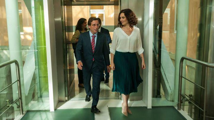 La presidenta de la Comunidad, Isabel Díaz Ayuso, recibe al alcalde de Madrid, José Luis Martínez-Almeida.