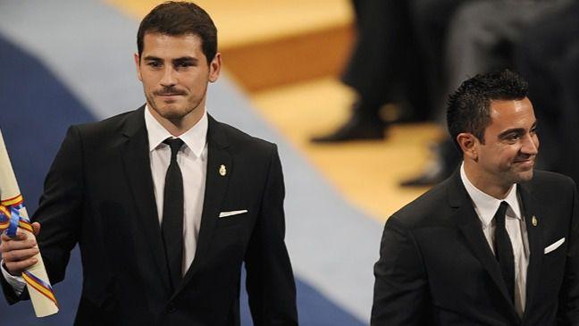 Iker Casillas y Xavi Hernández reciben el Premio Príncipe de Asturias de los Deportes 2012.
