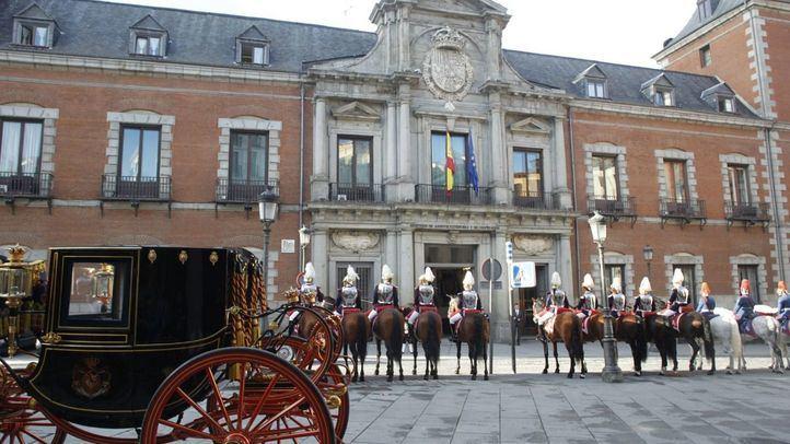 Los nuevos embajadores desfilan por Madrid en carruaje real para recoger sus credenciales