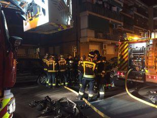 El incendio de una vivienda en San Blas sorprende a los vecinos de noche