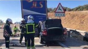 Un hombre que viajaba con su bebé fallece al chocar con un camión