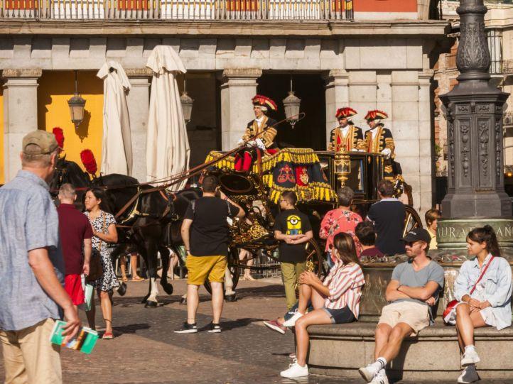 Comitiva de época por Madrid: la diplomacia, en carroza para visitar al Rey