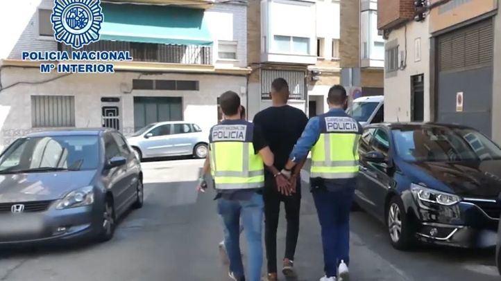 Un detenido por retener y robar a punta de pistola a varios menores en Metrosur