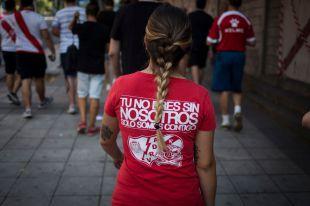 Subida de abonos y pintadas ofensivas: turbulenta vuelta a casa del Rayo Femenino