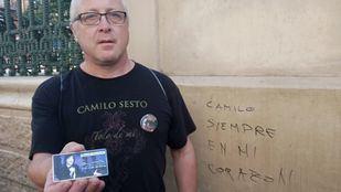 Miles de personas dan el último adiós a Camilo Sesto