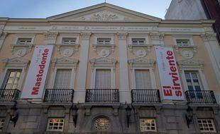 El Teatro Español 'estrena' fachada tras su rehabilitación