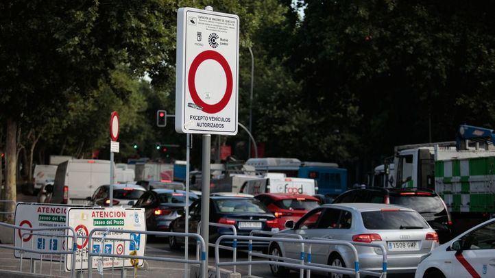 Tráfico intenso en el paseo del Prado.
