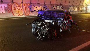 Uno de los vehículos implicado en el accidente, destrozado