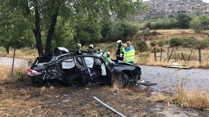 Herida grave tras impactar su coche contra dos árboles en Lozoyuela