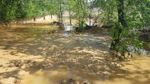 Una de las calles de Arganda del Rey, inundada por las fuertes lluvias.