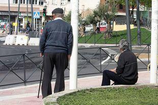 Dos personas mayores, en una foto de archivo.