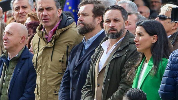 Santiago Abascal junto a varios miembros de su partido