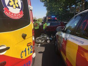 Muere un motorista tras chocar con un vehículo en la calle Alcalá
