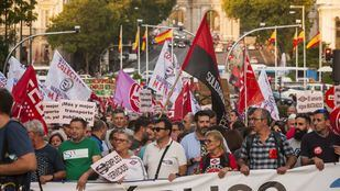 Trabajadores de medios de transporte, durante la manifestación.