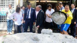 La presidenta de la Comunidad de Madrid, Isabel Díaz Ayuso, visita una de las zonas más afectadas por las inundaciones en Arganda del Rey.