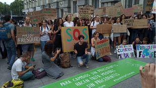 Concentración frente al Congreso para pedir la declaración de emergencia climática.