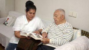 La Comunidad avanza un plan de formación y apoyo a cuidadores de personas con Alzheimer