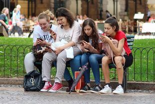 Madrid prohibirá los móviles en los centros educativos