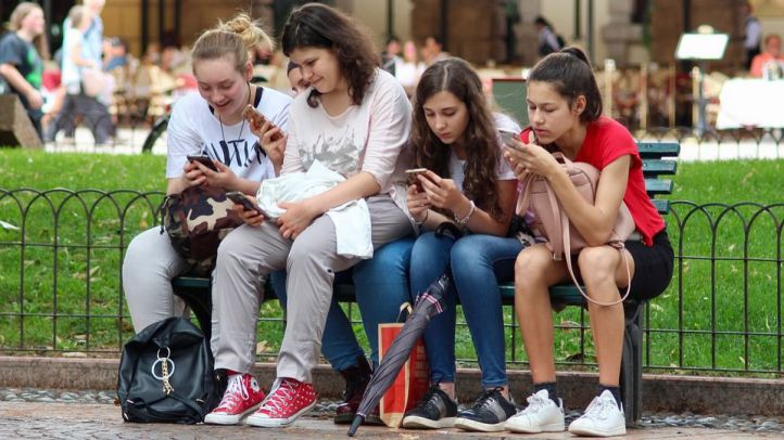 El Gobierno de la Comunidad de Madrid prohibirá el uso de móviles en los centros educativos públicos y concertados