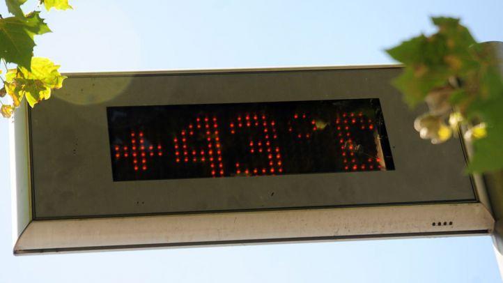 Un termometro señala 43º centigrados de temperatura en plena canícula. Calor