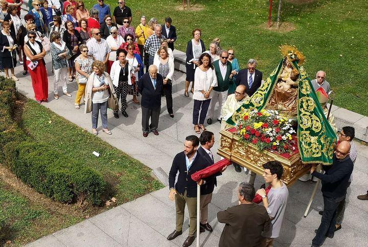 La Virgen del Puerto sale en procesión