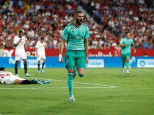 Benzema celebra el gol con el que el Real Madrid consiguió vencer al Sevilla en el Sánchez Pizjuán.