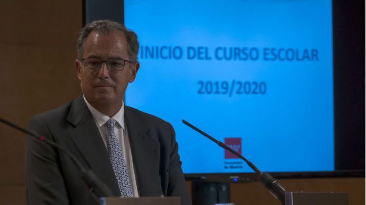 Enrique Ossorio defiende la prohibición de los móviles en los centros educativos
