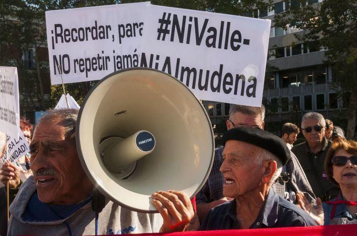 Colectivos memorialistas celebran la aprobación de la exhumación de Franco y exigen que se abran el resto de las fosas