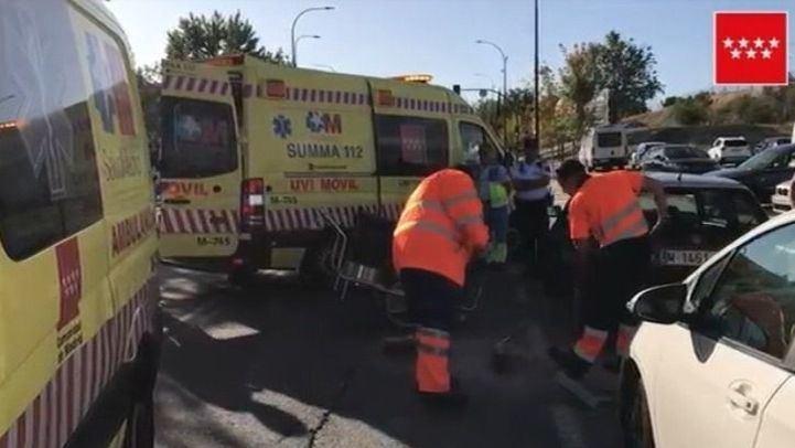Sanitarios en el lugar del accidente.