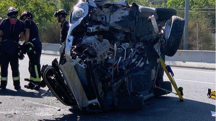 La conductora ha perdido el control y ha impactado contra la mediana.