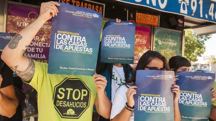 Cerco a las casas de apuestas en Madrid: el movimiento vecinal sale a la calle