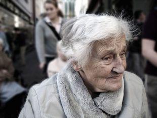 Razones para contratar a un cuidador profesional de personas mayores a domicilio de Vitalservit