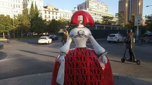 Una de las meninas en el centro de Madrid