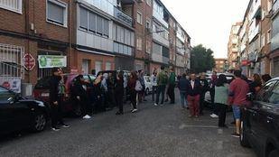 La Plataforma de Afectados por la Hipoteca paraliza en Alcalá de Henares otro desahucio