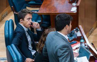 Iñigo Errejón no ha intervenido durante el Pleno y no ha aclarado cuándo dejará su acta de diputado regional