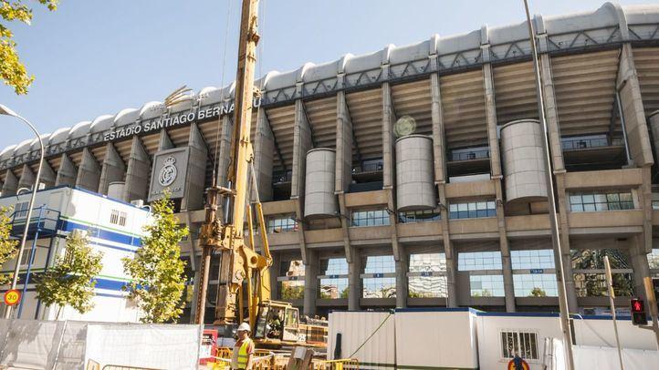 El estadio Santiago Bernabéu, vallado durante las obras de remodelación.