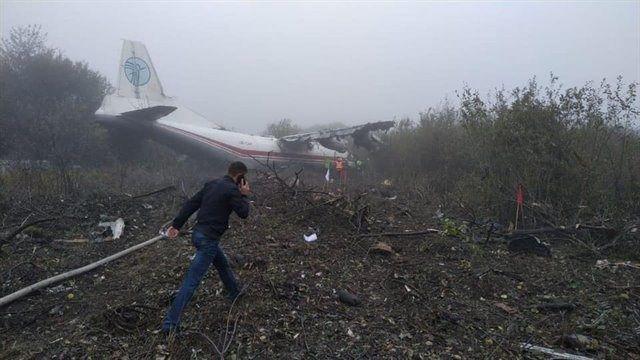 El lugar del aterrizaje de emergencia en el oeste de Ucrania de un avión de carga Antonov AN-12 de una compañía ucraniana que había despegado horas antes de la ciudad española de Vigo