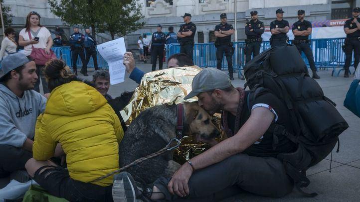 Los 'sin techo' del Prado amenazan con volver a acampar