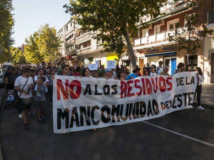Más de 2.500 vecinos protestan para que la basura del Este no acabe en Vallecas